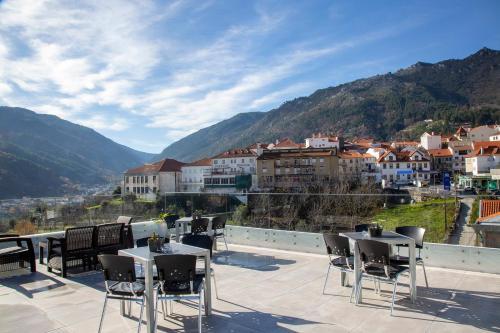 Uma vista geral da montanha ou uma vista da montanha a partir do hotel