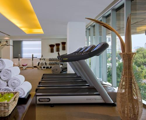 The fitness center and/or fitness facilities at W Mexico City