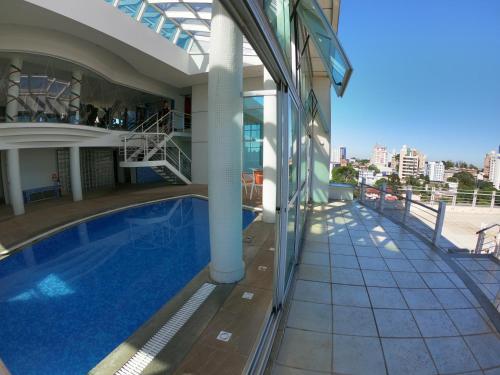 A piscina localizada em Villa Vergueiro Hotel ou nos arredores