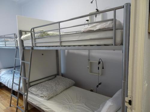 Litera o literas de una habitación en Aloha Hostel