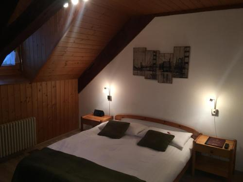 Кровать или кровати в номере Historic Hotel Steinbock