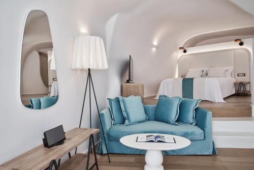 A seating area at Katikies Kirini Santorini - The Leading Hotels Of The World