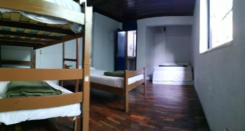 A bunk bed or bunk beds in a room at Da Orla Pampulha Hostel