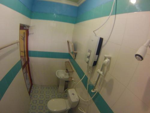 Ein Badezimmer in der Unterkunft Jail Break Surf Inn