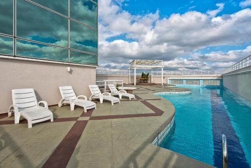 The swimming pool at or close to Tryp São Paulo Nações Unidas Hotel