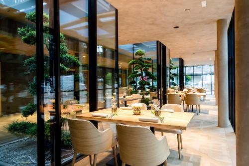 A restaurant or other place to eat at Parkhotel Egerner Höfe