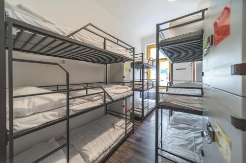 호스텔 오렌지 객실 이층 침대