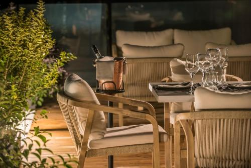Restauracja lub miejsce do jedzenia w obiekcie Chania Flair Deluxe Boutique Hotel - Adults Only