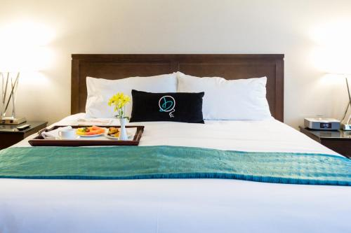 A bed or beds in a room at Hotel Blackfoot