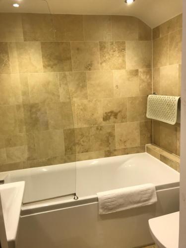 A bathroom at The White Swan