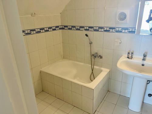 A bathroom at Loucas on the Cliff