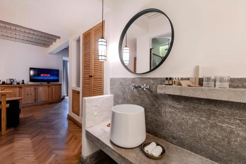A bathroom at Yacht Boheme Hotel-Boutique Class - Adults Only