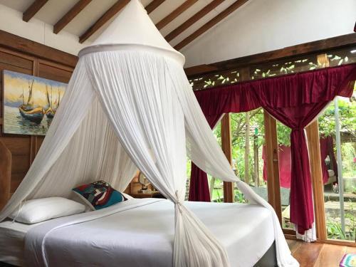 Tempat tidur dalam kamar di Didu's Homestay Bed & Breakfast
