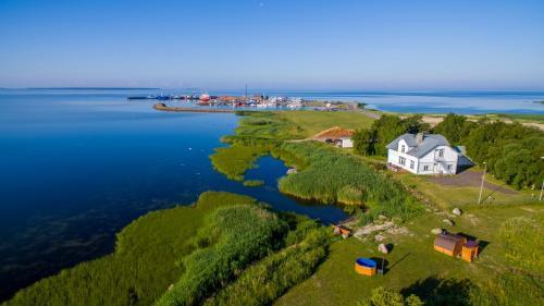 Vaade majutusasutusele Villa Kuus Sõlme - Sea View Holiday Home linnulennult