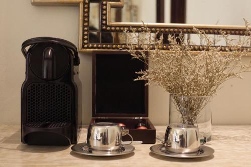 Coffee and tea-making facilities at Hotel Capellán de Getsemaní