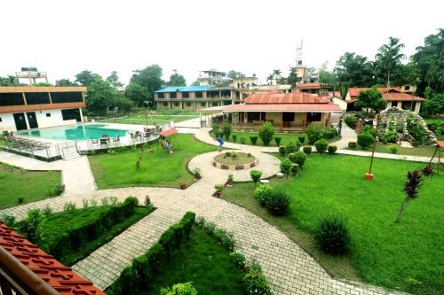 O vedere a piscinei de la sau din apropiere de Hotel Wildlife Camp