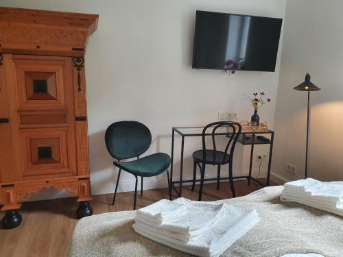 Een TV en/of entertainmentcenter bij Boutique Hotel Villa Horbach