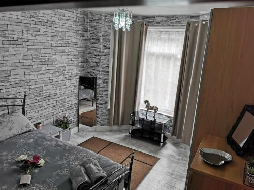 A seating area at Palaz 3 - One Bedroom Appartment