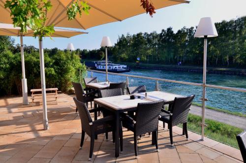 A restaurant or other place to eat at Hotel zur Prinzenbrücke