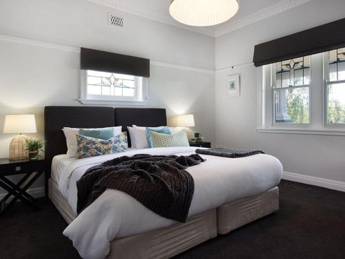 A bed or beds in a room at Hambleden