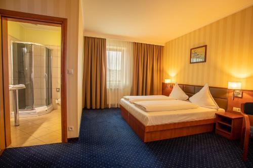 Łóżko lub łóżka w pokoju w obiekcie Business Hotel Vega Wrocław