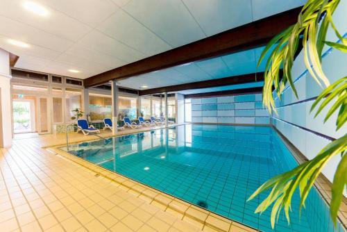 Der Swimmingpool an oder in der Nähe von Hotel & Restaurant Sonnenhof & Sonnhalde