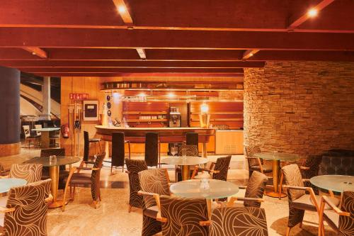 Een restaurant of ander eetgelegenheid bij Gloria Palace Amadores Thalasso & Hotel