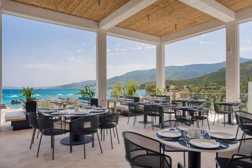 Een restaurant of ander eetgelegenheid bij Voyage Torba Hotel