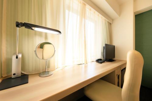 A television and/or entertainment center at Daiwa Roynet Hotel Tokyo Akabane