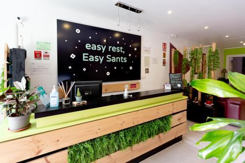 The lobby or reception area at Hostal Easy Sants