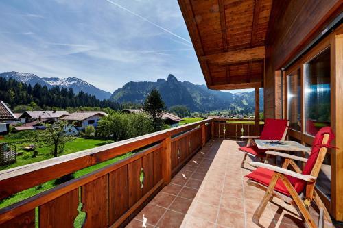 A balcony or terrace at Ferienhaus Alpinissimo