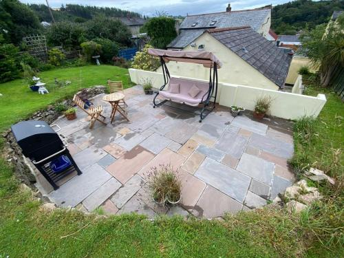 A bird's-eye view of Knobbly Nook, whole property, gardens, parking, wifi, relaxing near Eden Project and coast