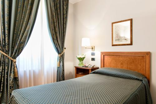 A bed or beds in a room at Albergo Delle Notarie