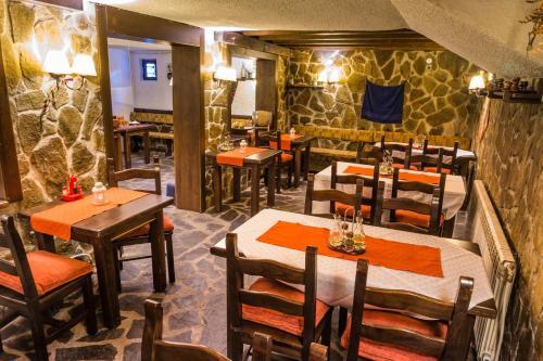 Ресторант или друго място за хранене в Анели Хотел