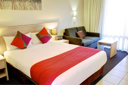 A bed or beds in a room at Quality Hotel City Centre