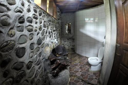 Salle de bains dans l'établissement Garden Inn