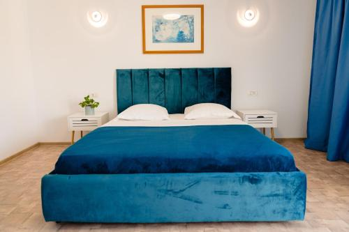 A bed or beds in a room at Wait`N Sea House