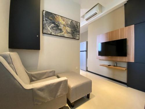 A television and/or entertainment center at Ariva on Shan Serviced Residences (SG Clean)