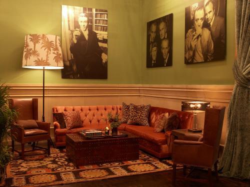 Een zitgedeelte bij Soho Grand Hotel