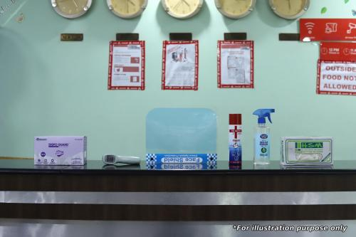 The lobby or reception area at OYO 70412 Hotel Alwar Delight