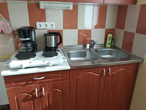 A kitchen or kitchenette at YELLOW APARTMAN