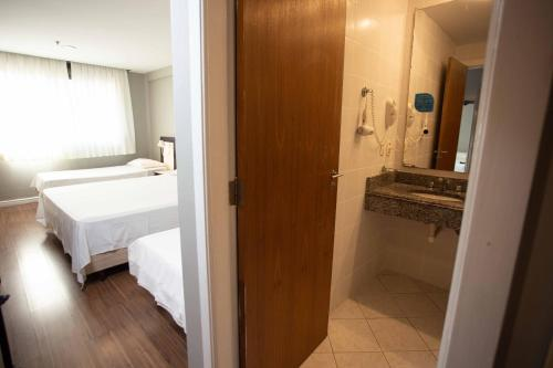 A bathroom at Master Express Alberto Bins - 200 metros do Hospital Santa Casa