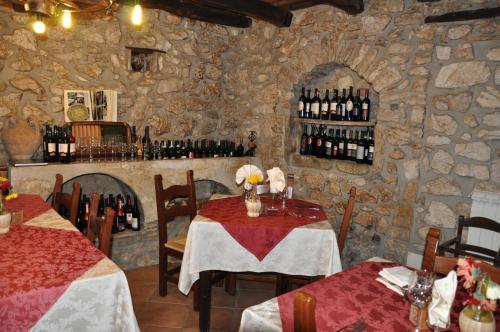 A restaurant or other place to eat at Al Piccolo Borgo Locanda Con Alloggio