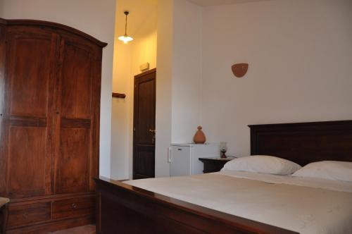 A bed or beds in a room at Al Piccolo Borgo Locanda Con Alloggio