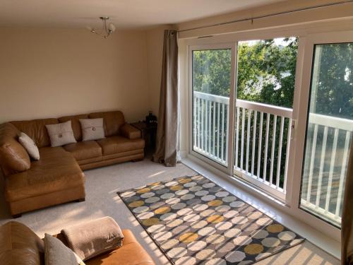 A seating area at Luxury 2 Bedroom Apartment with Lake View