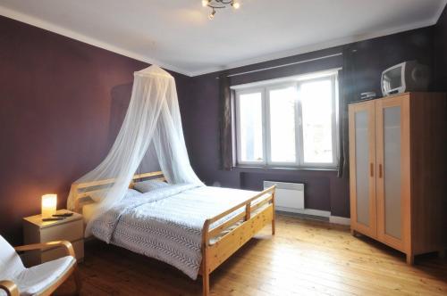Ein Bett oder Betten in einem Zimmer der Unterkunft Les Appartements Vî Mâm'dî