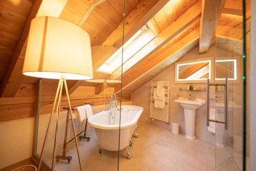 A bathroom at Boutique Hotel Alpenrose