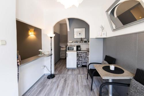 A kitchen or kitchenette at Ozone Silver&Black