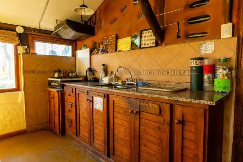 A kitchen or kitchenette at EcoMalargüe Posada & Hostel
