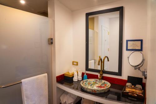 Ein Badezimmer in der Unterkunft The Belle Rive Boutique Hotel